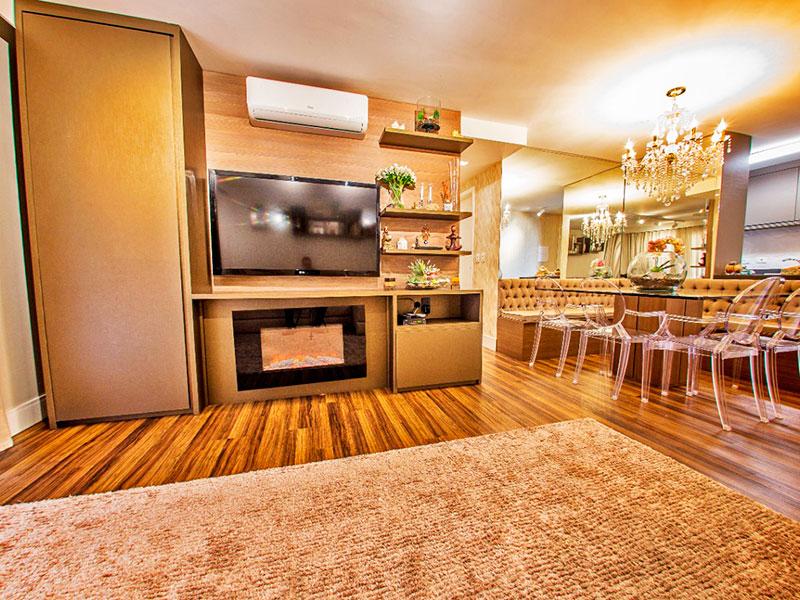Jabaquara, Apartamento Padrão-Sala irregular com piso de laminado, armários planejados e acesso a sacada.