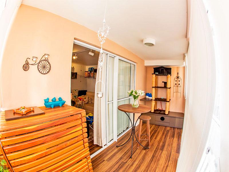 Jabaquara, Apartamento Padrão-Sacada com piso de laminado e fechamento de vidro.