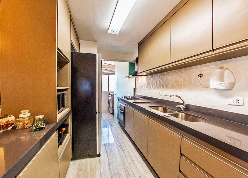 Jabaquara, Apartamento Padrão-Cozinha americana com piso de porcelanato, armários planejados e cooktop.