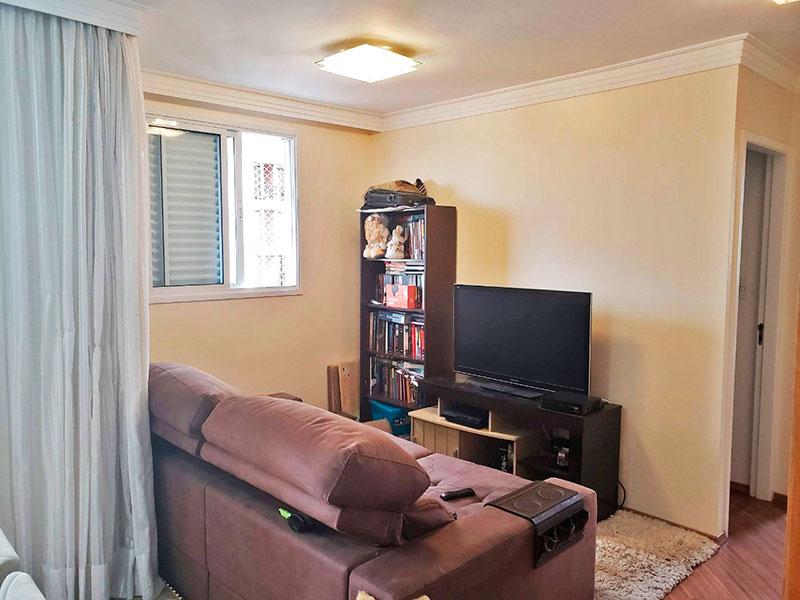 Jabaquara, Apartamento Padrão-Sala ampliada (com o 3º quarto), com piso de laminado, teto com sanca de gesso e acesso a varanda.
