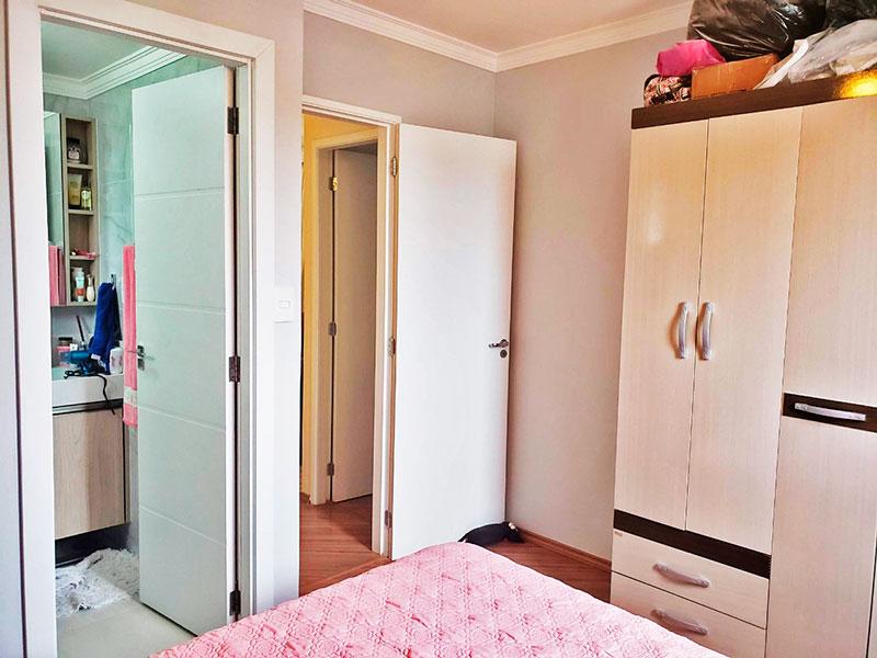 Jabaquara, Apartamento Padrão-Suíte com piso de laminado e teto com moldura de gesso.