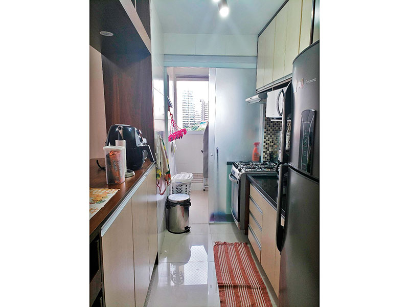 Jabaquara, Apartamento Padrão-Cozinha americana com piso de porcelanato, armários planejados, gabinete, pia de granito e acesso a área de serviço.
