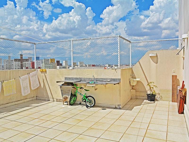Sacomã, Cobertura Duplex-Varanda com piso de cerâmica e pia de granito.