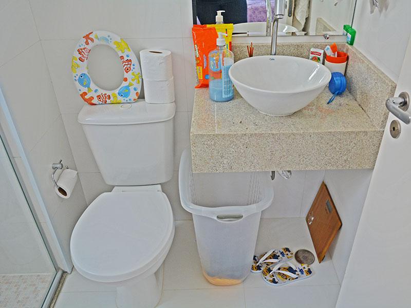 Sacomã, Cobertura Duplex-Banheiro da suíte com piso de cerâmica, teto com moldura de gesso, pia sobreposta e box de vidro.