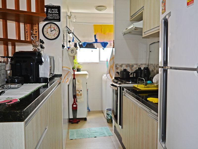 Sacomã, Cobertura Duplex-Cozinha americana com piso de cerâmica, teto com moldura de gesso, armários planejados, gabinete, pia de granito e acesso a área de serviço.
