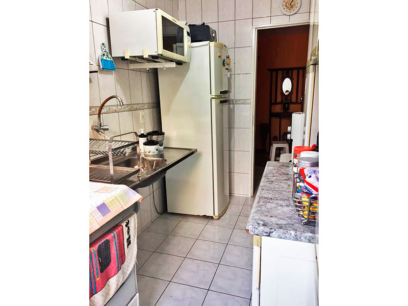 Sacomã, Apartamento Padrão-Cozinha integrada com a área de serviço, com piso de cerâmica e pia de aço inox.