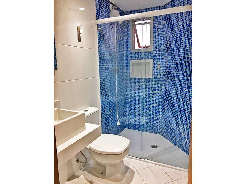 Jabaquara, Apartamento Padrão-Banheiro social com piso de cerâmica, teto com sanca, iluminação embutida, pia de granito e box de vidro.
