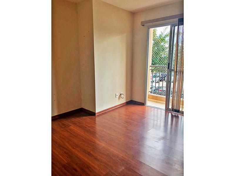 Sacomã, Apartamento Padrão-Sala irregular com piso de laminado e acesso a varanda.