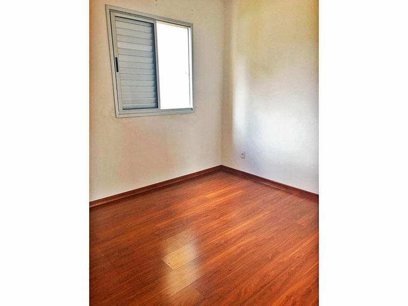 Sacomã, Apartamento Padrão-Suíte com piso de laminado.