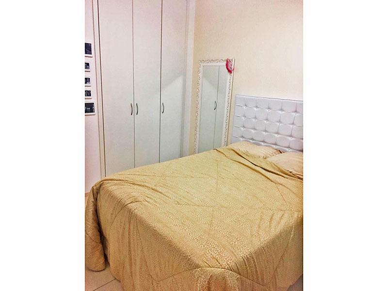 Jabaquara, Apartamento Padrão-Suíte com piso de cerâmica e armários embutidos.