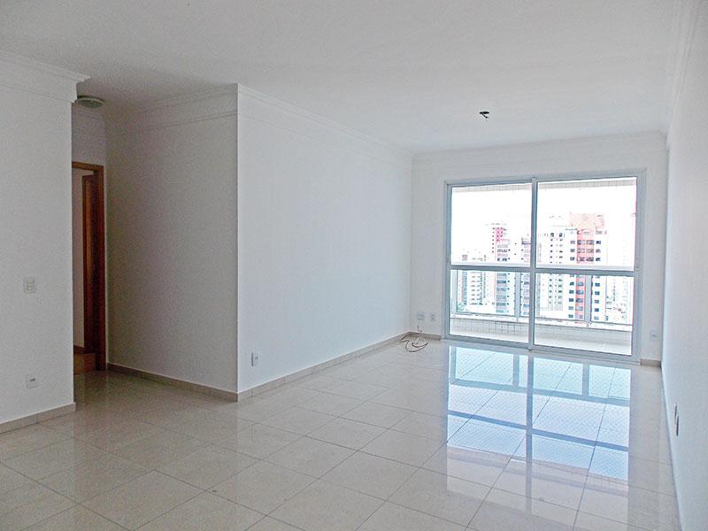Saúde, Apartamento Padrão - Sala com piso de porcelanato, teto com moldura de gesso e cesso a varanda.