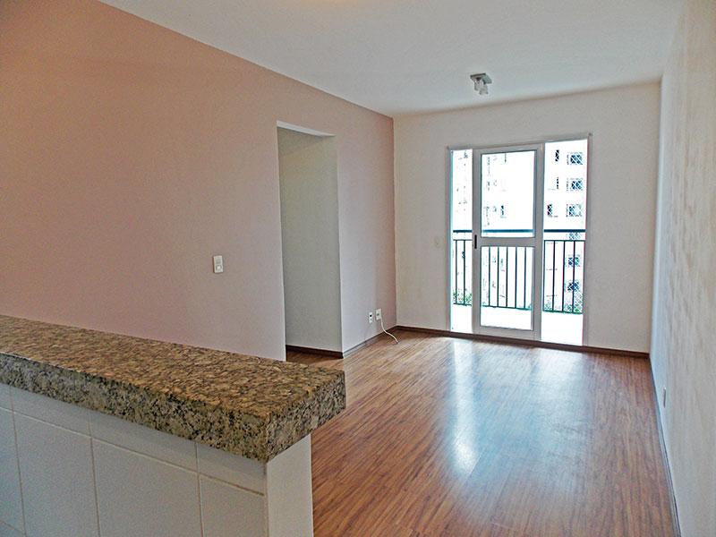Sacomã, Apartamento Padrão - Sala com piso de laminado e acesso a sacada.