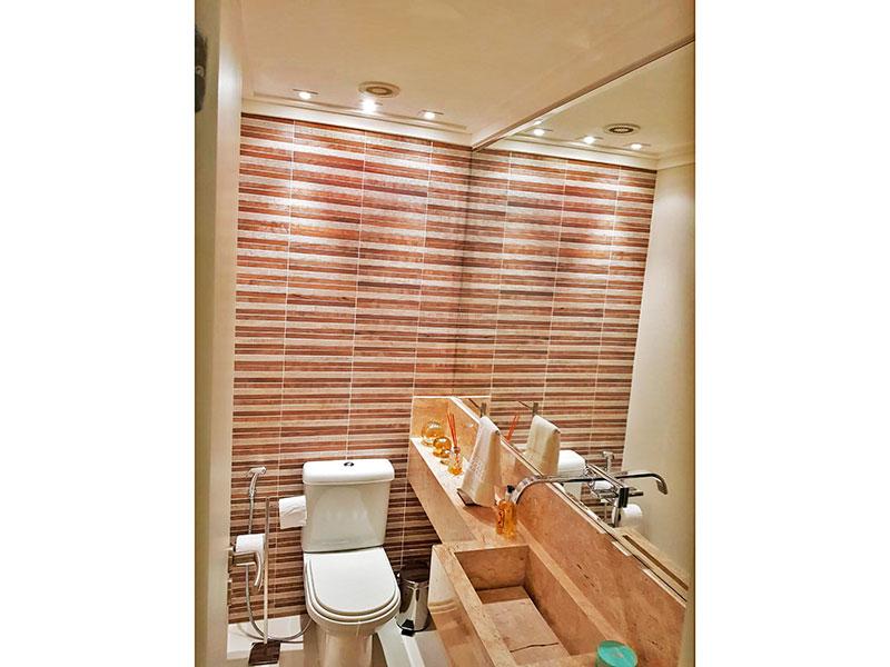 Ipiranga, Apartamento Padrão-Lavabo com piso de porcelanato, teto com moldura de gesso, iluminação embutida e pia de granito.