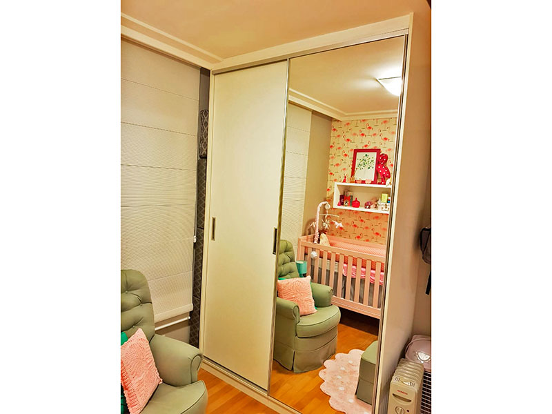 Ipiranga, Apartamento Padrão-2º Quarto com piso de tacão, teto com sanca de gesso e armários planejados.