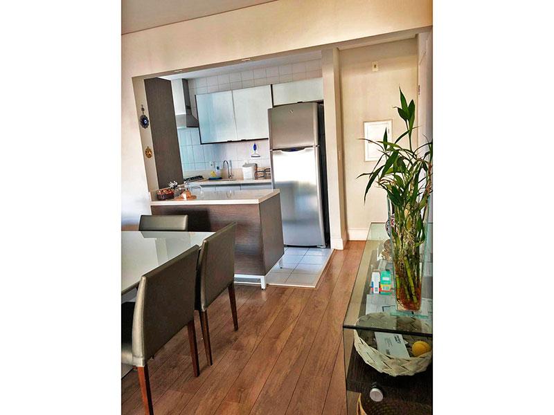 Ipiranga, Apartamento Padrão-Cozinha americana com piso de cerâmica, teto com sanca, armários planejados, gabinete, pia de granito e acesso a área de serviço.