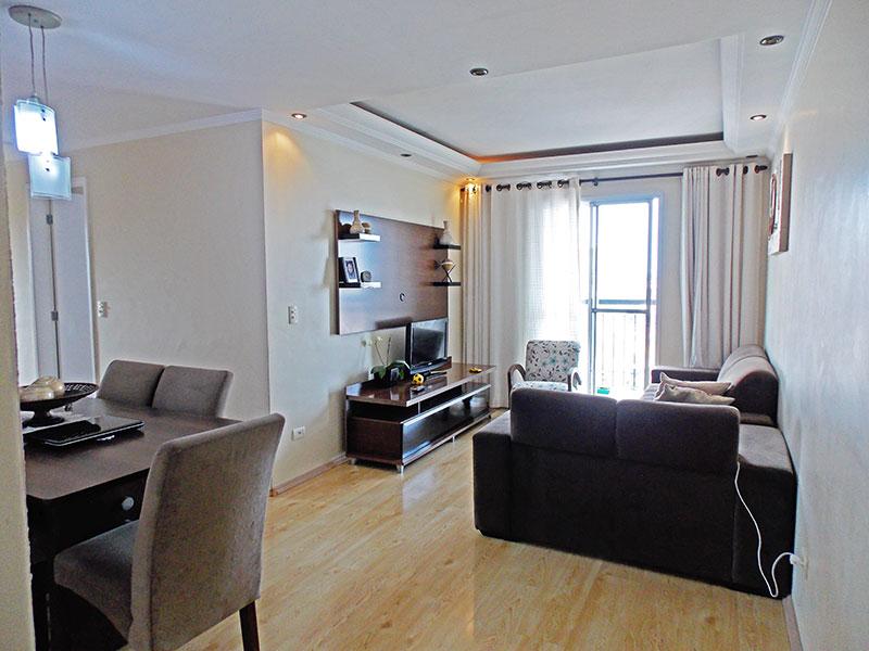 Sacomã, Apartamento Padrão - Sala em L com piso de laminado, teto com sanca de gesso, iluminação embutida e acesso a sacada.