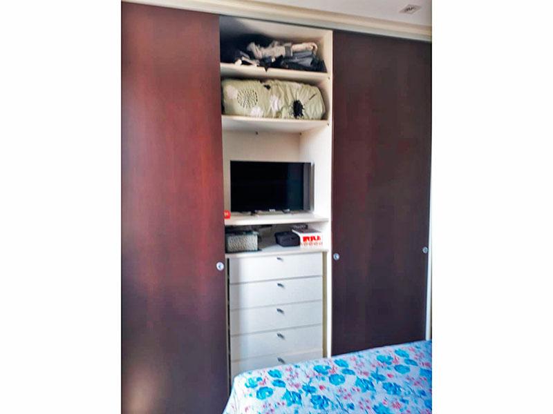 Sacomã, Apartamento Padrão-1º Quarto com piso de laminado, teto com sanca, iluminação embutida e armários planejados.