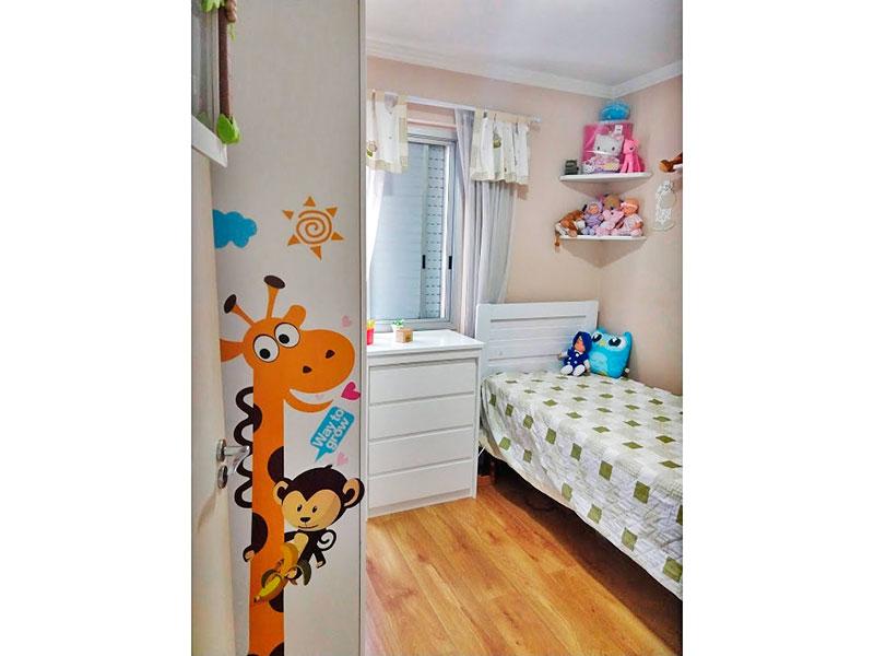 Sacomã, Apartamento Padrão-2º Quarto com piso de carpete de madeira, teto com moldura de gesso e armários planejados.