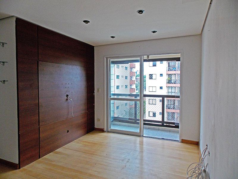 Jabaquara, Cobertura Duplex-Sala em L com piso de laminado, teto com sanca, iluminação embutida, acesso a varanda e ao piso superior.