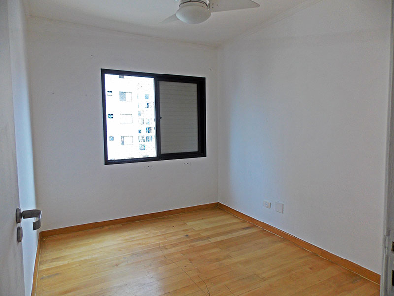Jabaquara, Cobertura Duplex-2º Quarto com piso de laminado e teto com moldura de gesso.