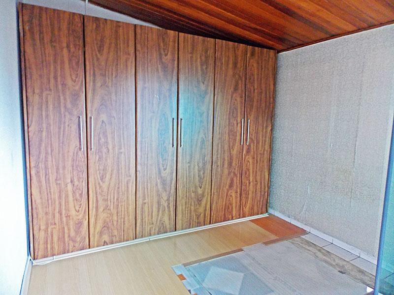Jabaquara, Cobertura Duplex-3º Quarto com piso de laminado, teto de madeira e armários planejados.