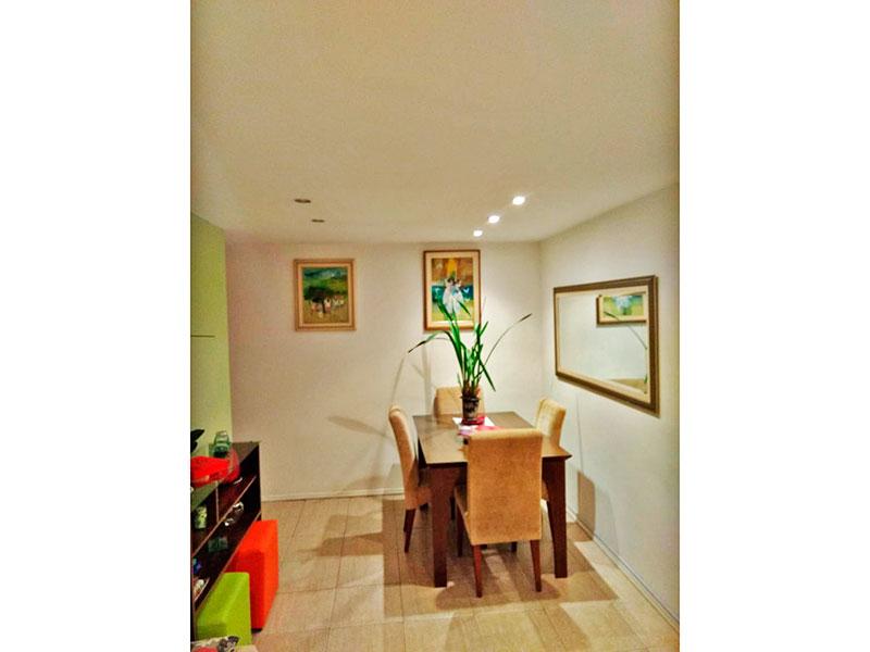 Jabaquara, Apartamento Padrão-Sala com piso de cerâmica, iluminação embutida e acesso a varanda.