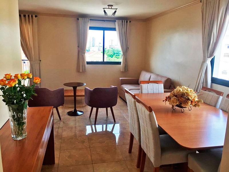 Ipiranga, Apartamento Padrão - Sala ampliada (com o 4º quarto), com piso de porcelanato, teto com moldura de gesso e acesso a varanda.