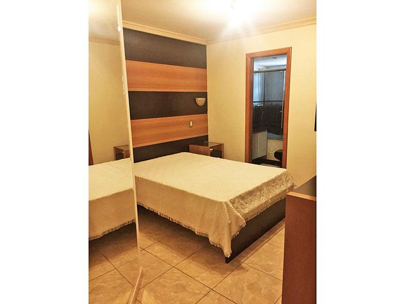 Ipiranga, Apartamento Padrão-1ª Suíte com piso de cerâmica, teto com moldura de gesso e armários planejados.