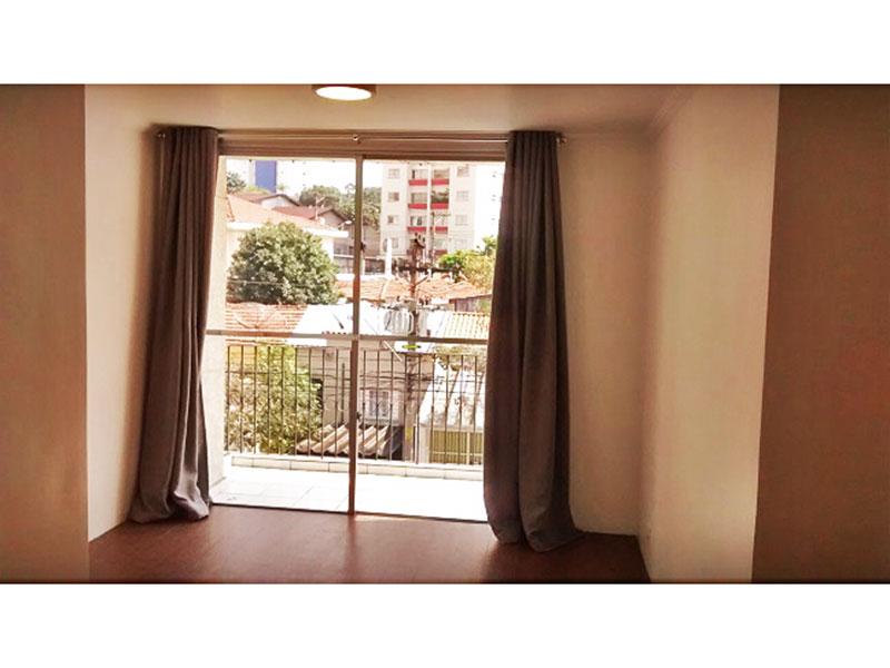Jabaquara, Apartamento Padrão - Sala irregular com piso de cerâmica, teto com moldura de gesso e acesso a varanda.