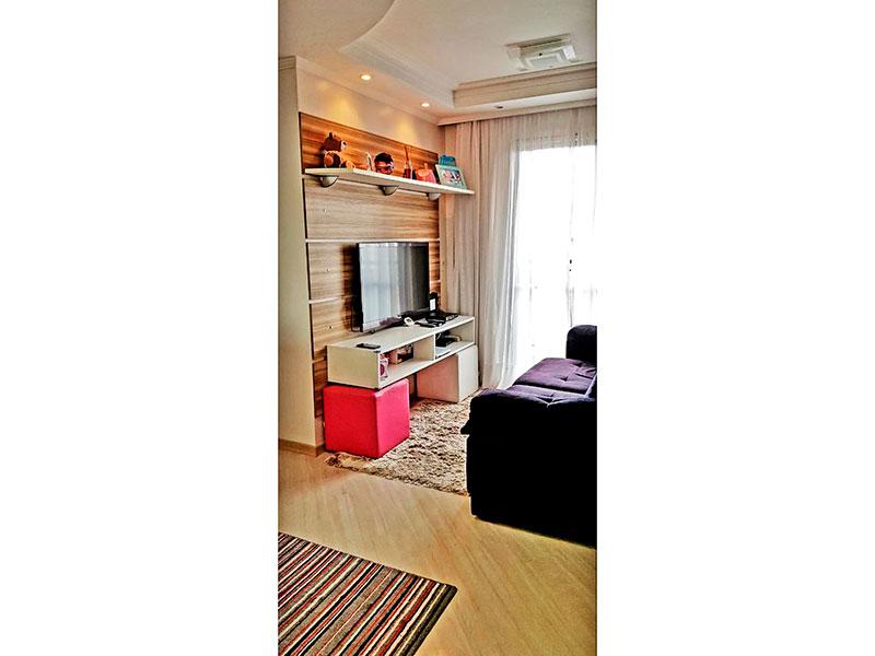 Sacomã, Apartamento Padrão - Sala em L com piso de laminado, teto com sanca de gesso, iluminação embutida e acesso a varanda.