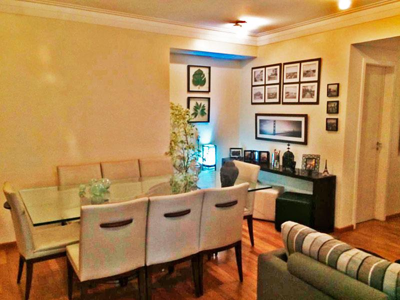 Ipiranga, Apartamento Padrão-Sala ampliada (com o 4º quarto), com piso de taquinho, teto com sanca de gesso e acesso a varanda.
