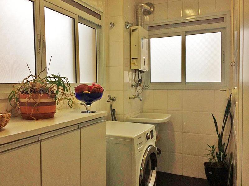 Ipiranga, Apartamento Padrão-Área de serviço com piso de granito, gabinete e aquecedor de passagem.