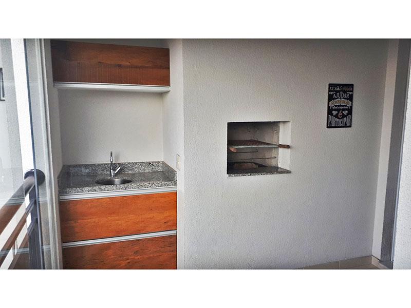 Ipiranga, Apartamento Padrão-Varanda gourmet com piso de cerâmica, gabinete, pia de granito, churrasqueira e fechamento de vidro.