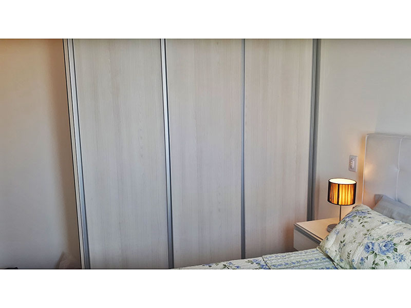 Ipiranga, Apartamento Padrão-Suíte com piso de laminado e armários planejados.