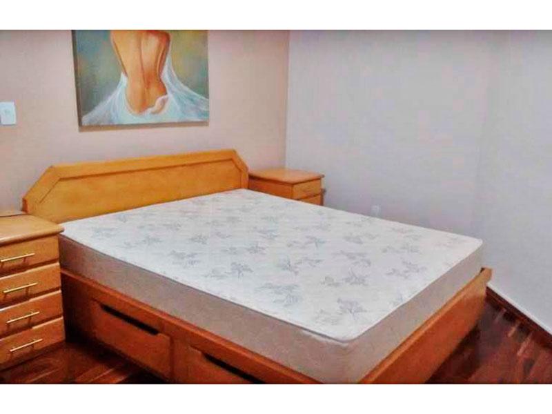 Ipiranga, Apartamento Padrão-Suíte com piso de taco, teto com moldura de gesso e acesso a sacada.