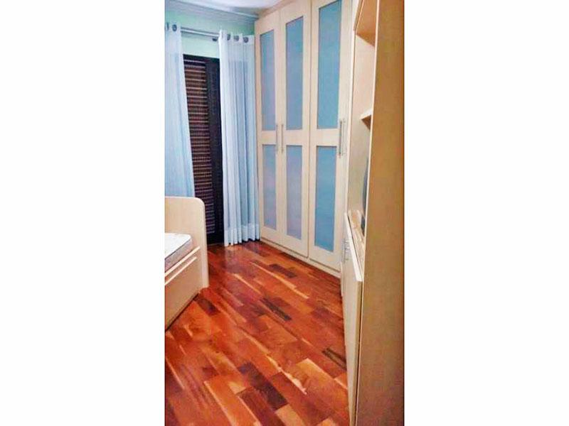 Ipiranga, Apartamento Padrão-2º Quarto com piso de taco, teto com moldura de gesso, armários planejados e acesso a sacada.