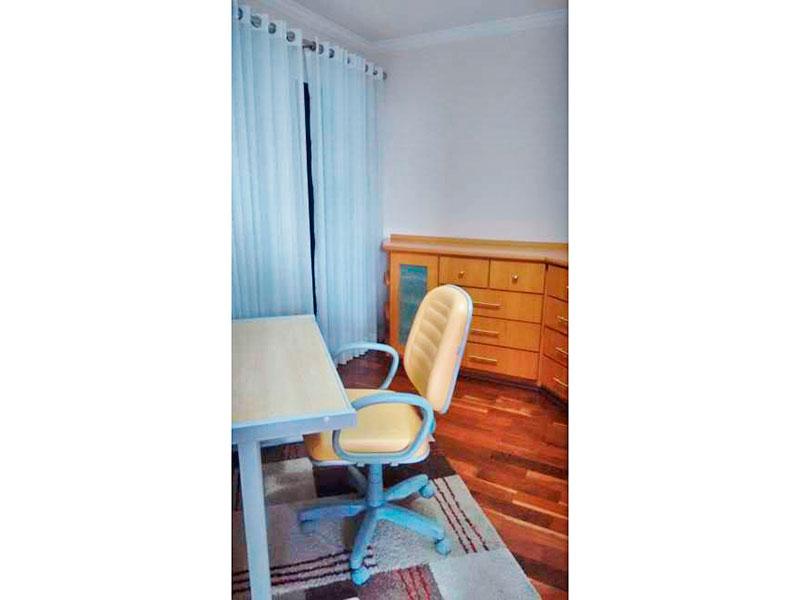Ipiranga, Apartamento Padrão-3º Quarto com piso de taco, teto com moldura de gesso, armários planejados e acesso a sacada.