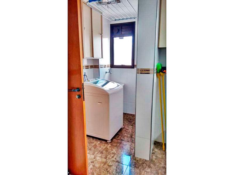 Ipiranga, Apartamento Padrão-Área de serviço ampliada (com o banheiro da área de serviço), com piso de porcelanato e armários planejados.