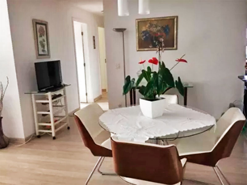 Ipiranga, Apartamento Padrão-Sala em L com piso de laminado com acesso a sacada.