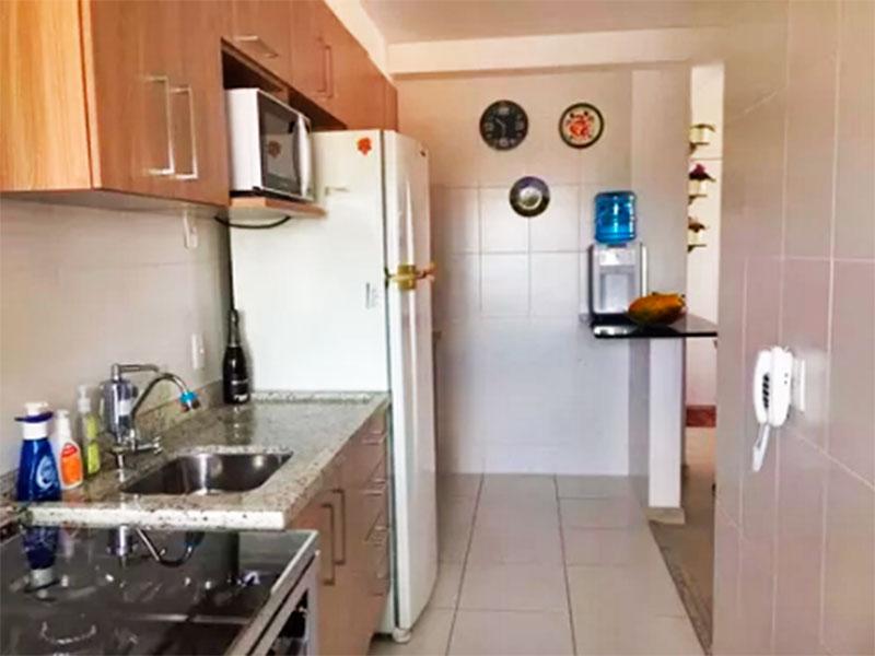 Ipiranga, Apartamento Padrão-Cozinha integrada com a sala, com piso de cerâmica, armários planejados, gabinete, pia de granito e acesso a área de serviço.