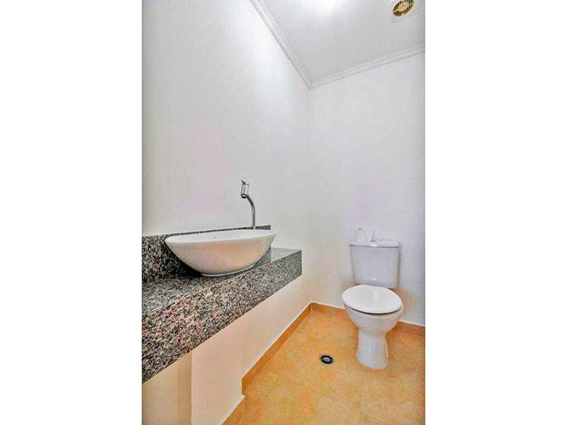 Ipiranga, Apartamento Padrão-Lavabo com piso de cerâmica, teto com moldura de gesso pia sobreposta.