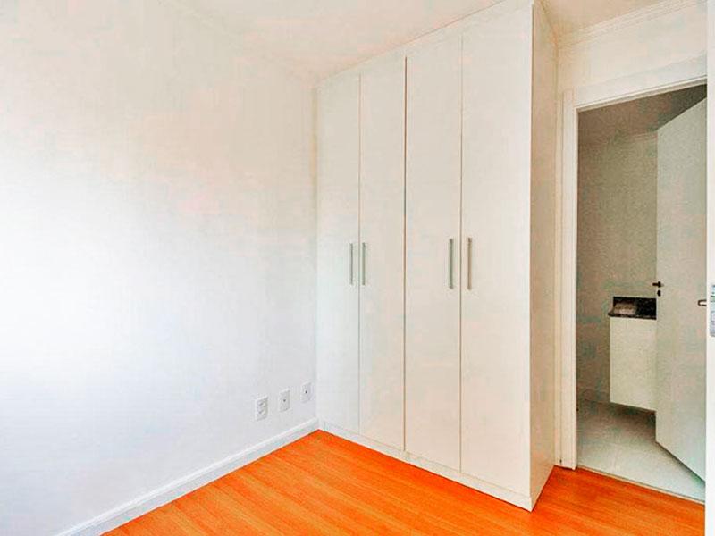 Ipiranga, Apartamento Padrão-Suíte com piso de laminado, teto com moldura de gesso e armários planejados.