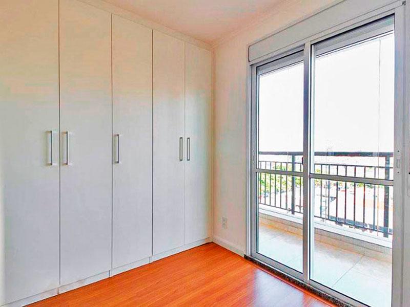 Ipiranga, Apartamento Padrão-2º Quarto com piso de laminado, teto com moldura de gesso, armários planejados e acesso a varanda gourmet.