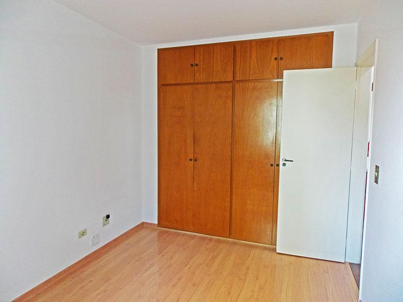 Jabaquara, Apartamento Padrão-2º Quarto com piso de laminado e armários embutidos.