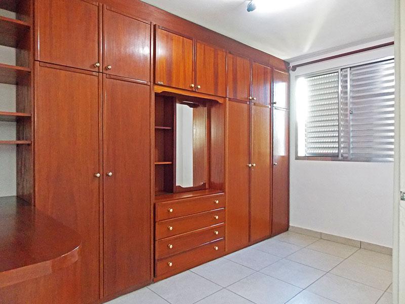 Jabaquara, Apartamento Padrão-1º Quarto com piso de cerâmica e armários planejados.