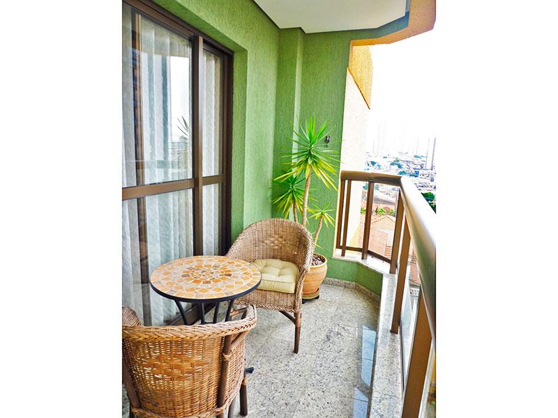 Sacomã, Apartamento Padrão-Sacada com piso de granito.