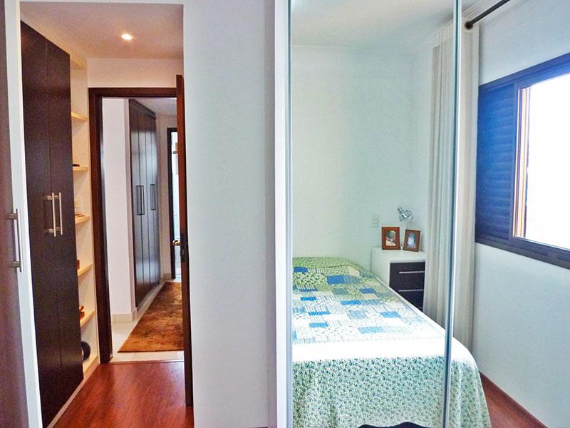 Sacomã, Apartamento Padrão-Suíte com piso de laminado, iluminação embutida e armários planejados.
