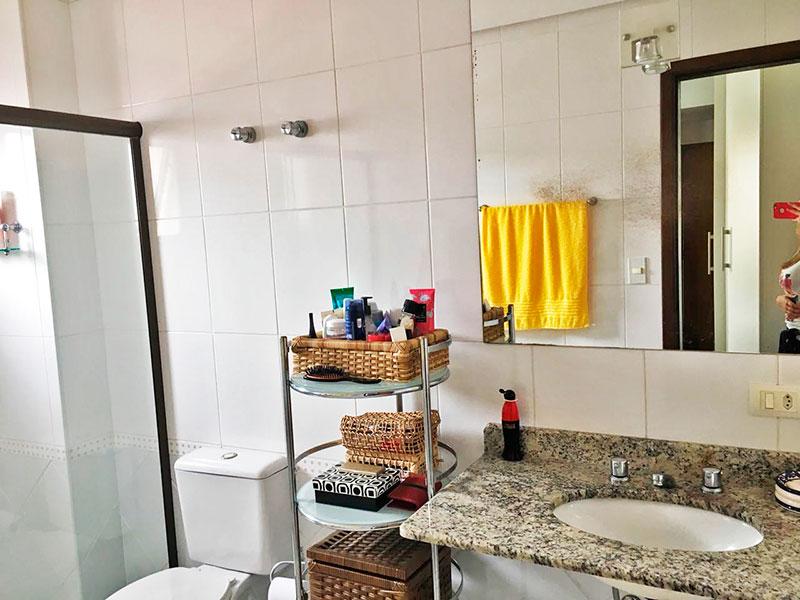 Sacomã, Apartamento Padrão-Banheiro social com piso de cerâmica, teto com sanca, pia de granito e box de vidro.
