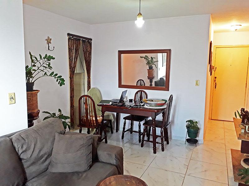 Jabaquara, Apartamento Padrão-Sala com piso de cerâmica e acesso a varanda.