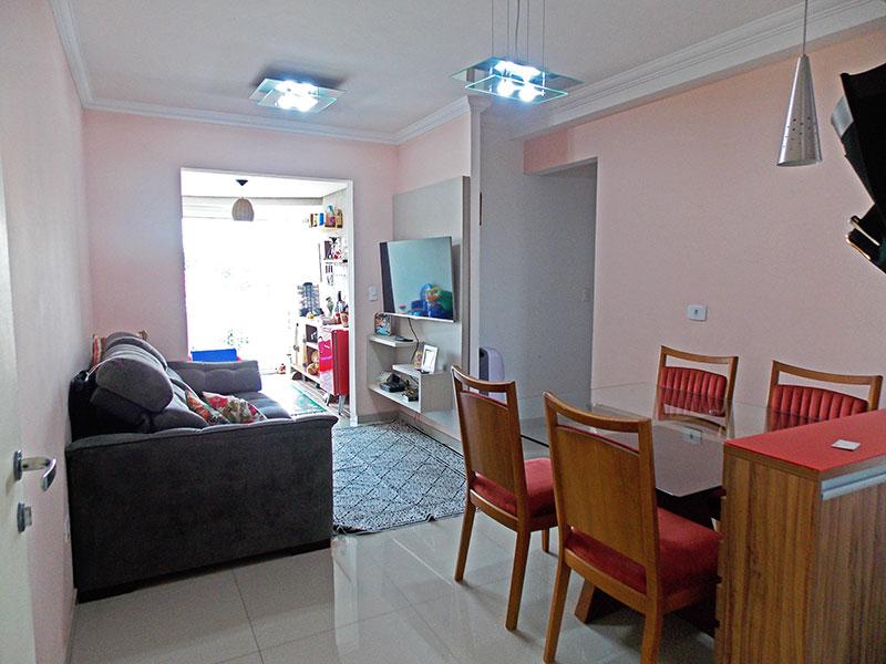 Ipiranga, Apartamento Padrão-Sala com piso de porcelanato, teto com moldura de gesso e acesso a varanda.